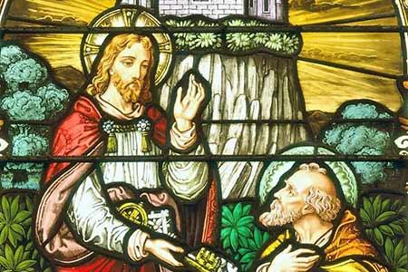 Jezus przekazuje klucze Piotrowi - witraz - Polska parafia w Londynie
